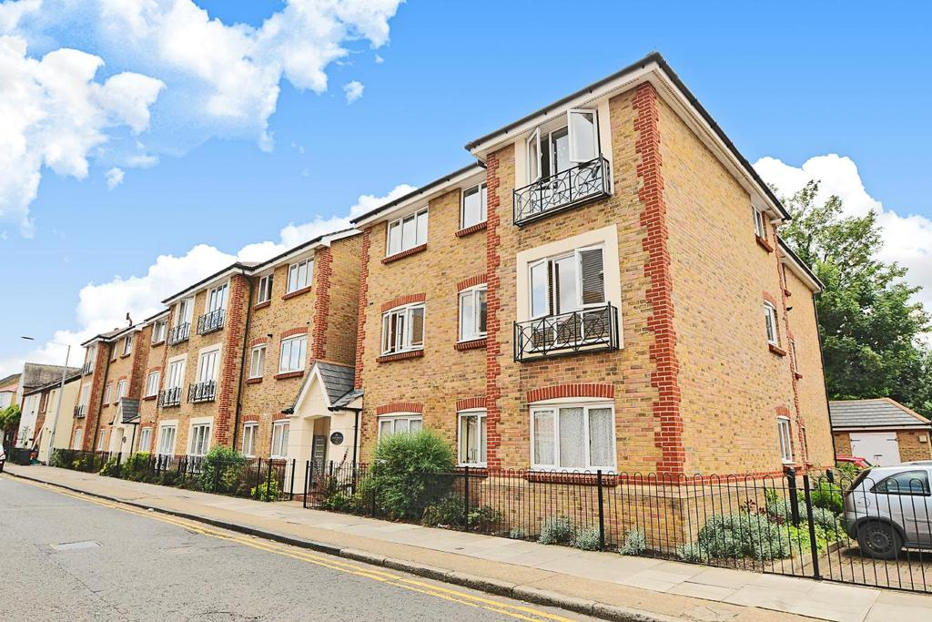 2 Bedrooms Flat for sale in Canbury Park Road, Kingston upon Thames, KT2