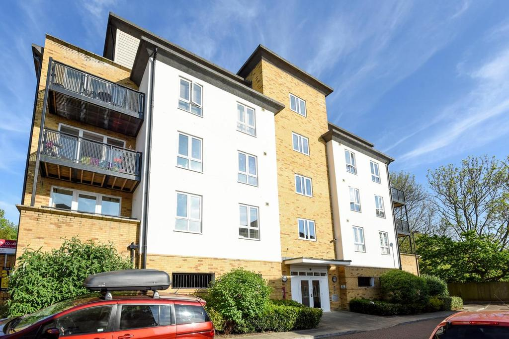 2 Bedrooms Flat for sale in Headingley Drive, Beckenham