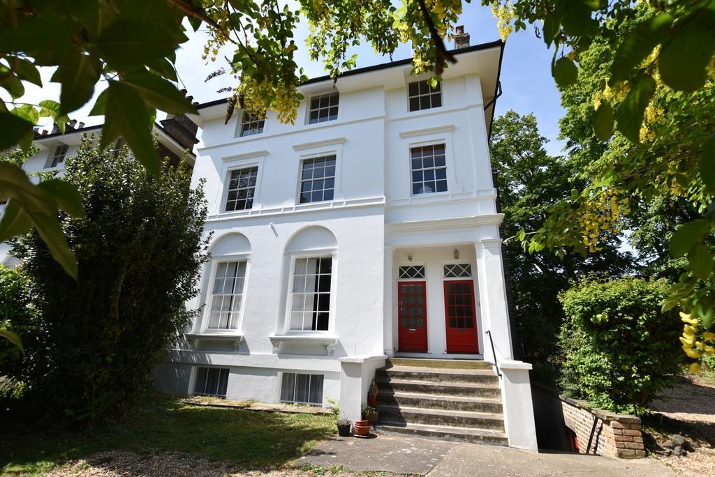 2 Bedrooms Flat for sale in Lee Park London SE3