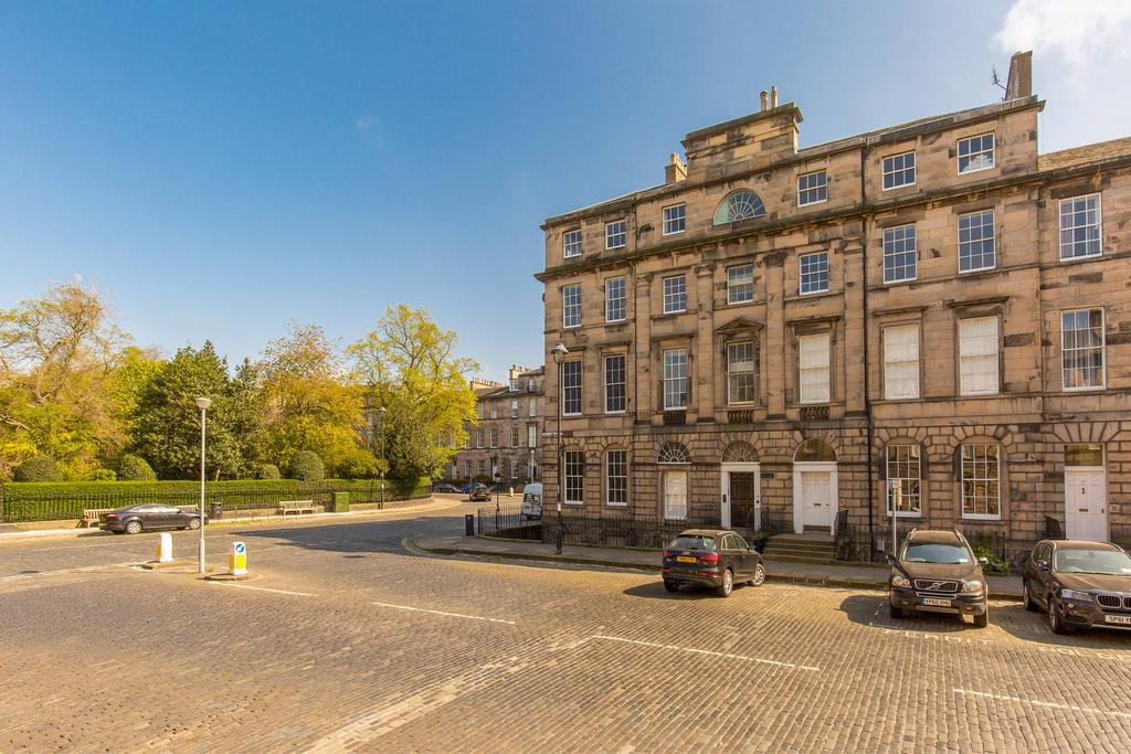 3 Bedrooms Flat for sale in 3 2F1 Great King Street, New Town, EH3 6QW