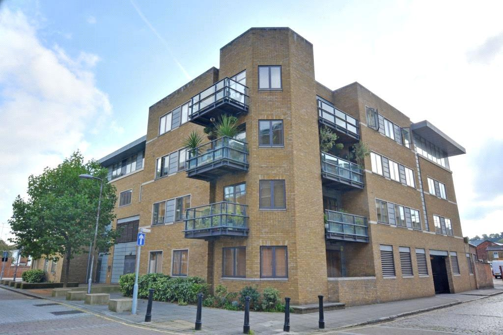 2 Bedrooms Flat for sale in Pipers House, Collington Street, Greenwich, London, SE10