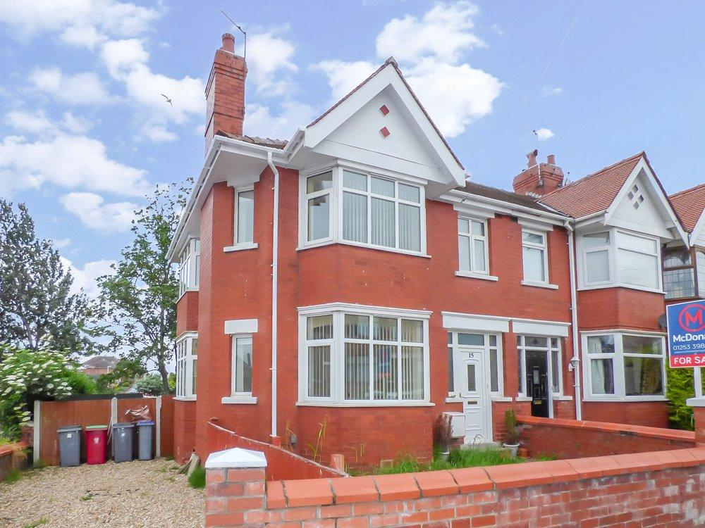 3 Bedrooms Link Detached House for sale in Lakeway, Layton, Blackpool