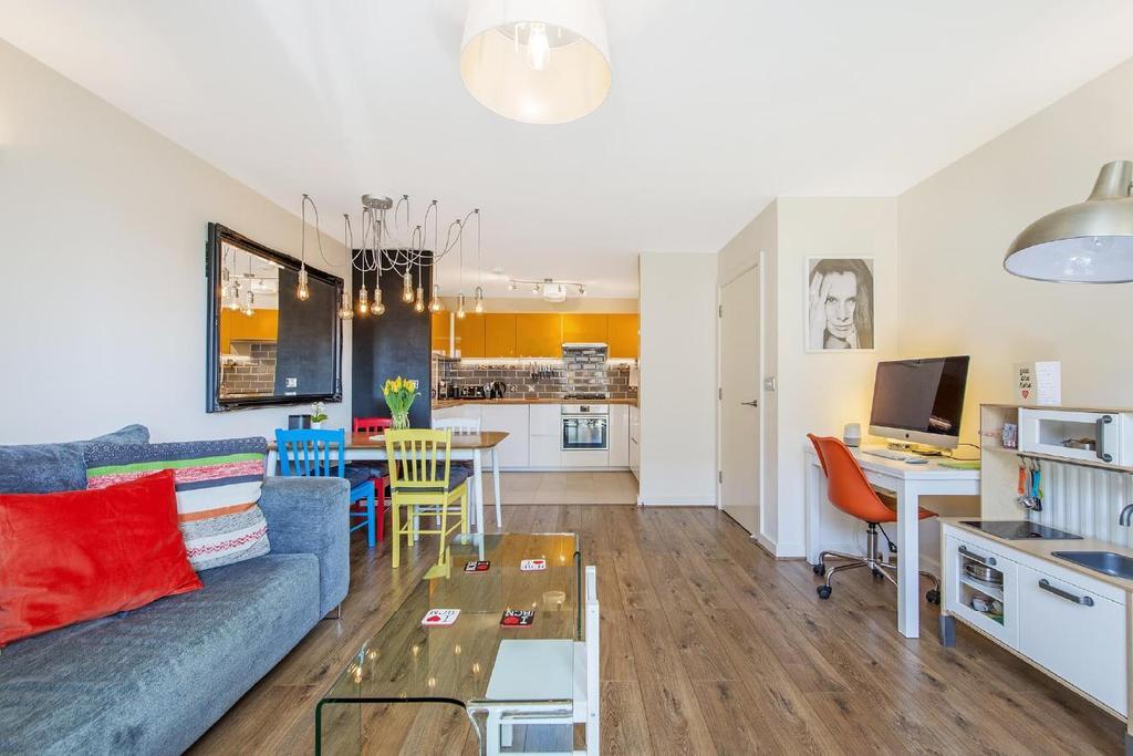 2 Bedrooms Flat for sale in Wenlock Street, Old Street