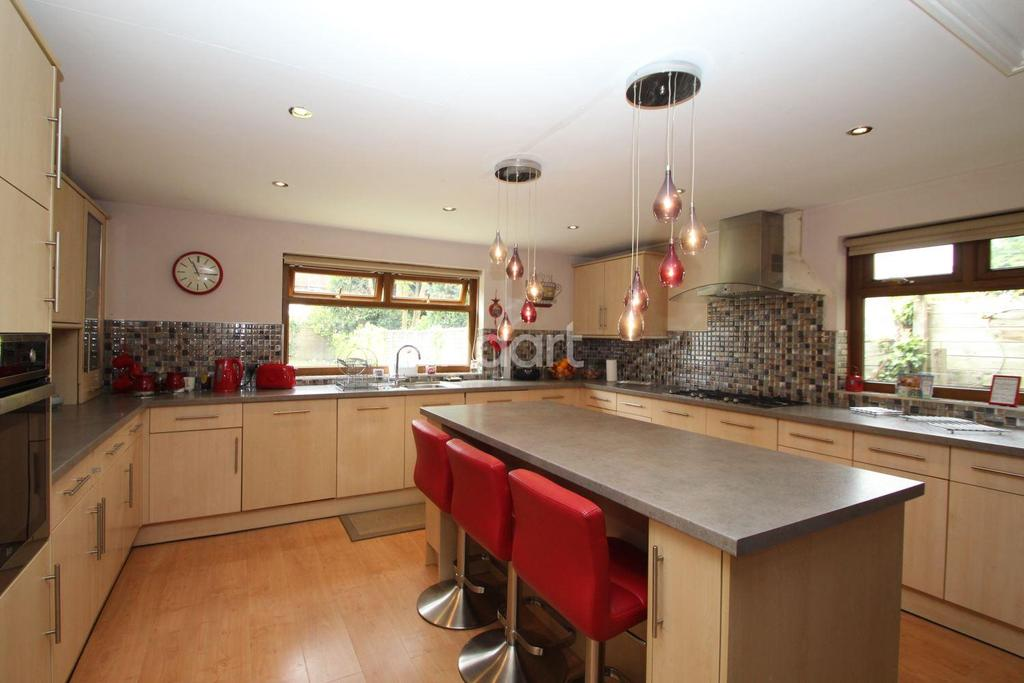 4 Bedrooms Detached House for sale in Uppingham Road, Leicester LE5 6RA
