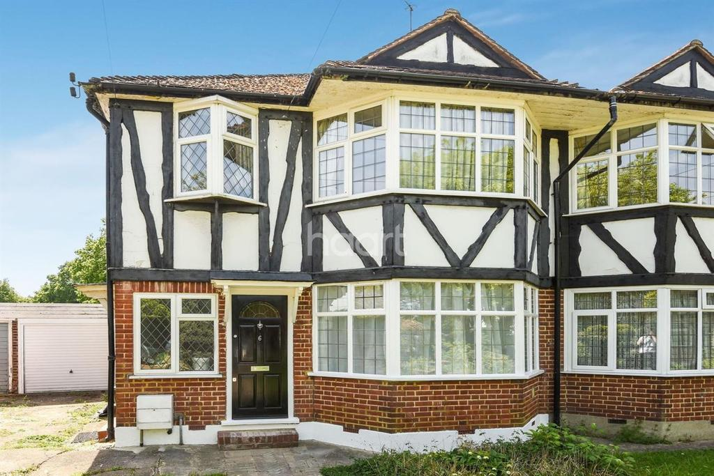 2 Bedrooms Maisonette Flat for sale in Perth Close, Raynes Park, SW20
