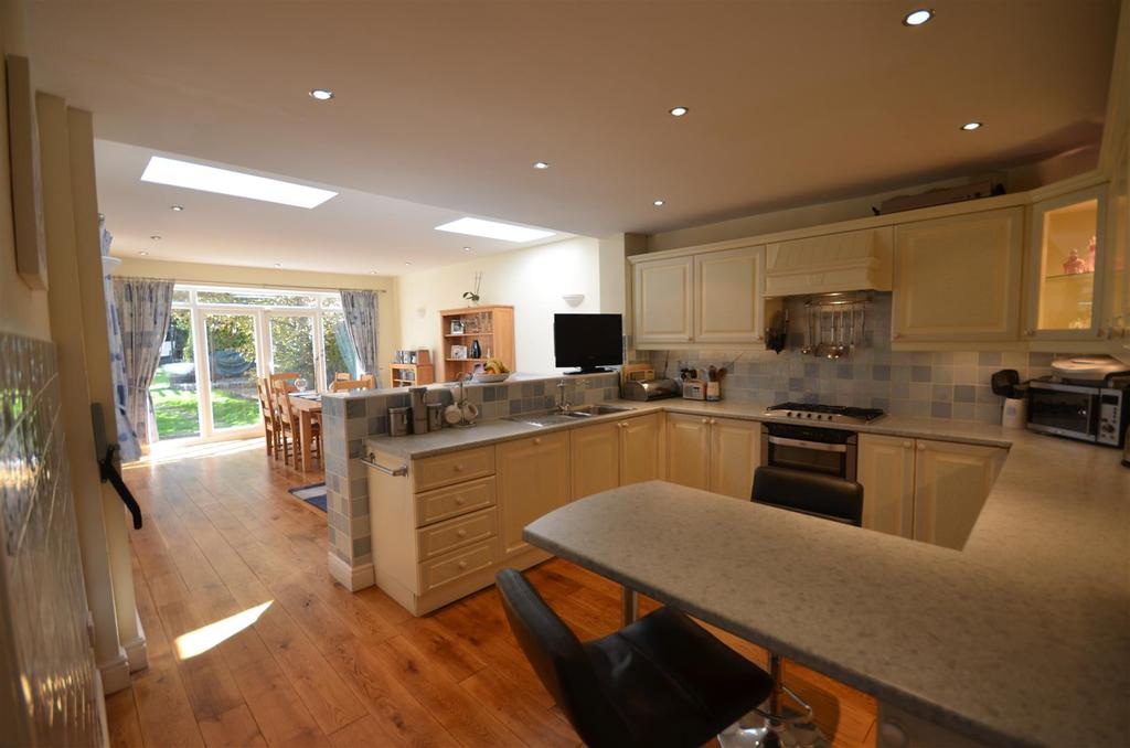4 Bedrooms Detached House for sale in Church Road, Rainford