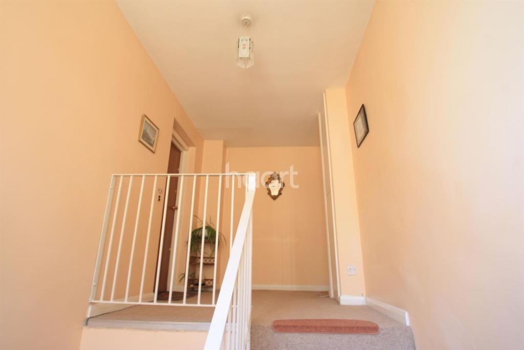 2 Bedrooms Flat for sale in High Road, Ickenham