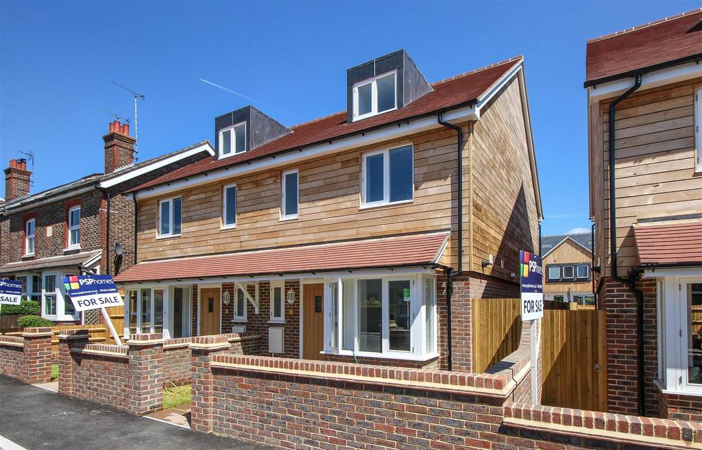 4 Bedrooms Semi Detached House for sale in Walter's Mews, Brighton Road, Handcross