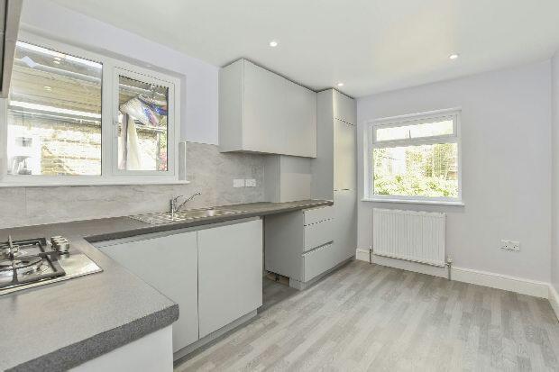 2 Bedrooms Flat for sale in DRESDEN ROAD Whitehall Park N19 3BD