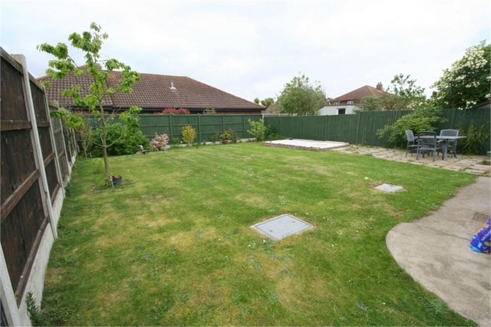 3 Bedrooms Detached Bungalow for sale in Landermere Road, Thorpe-le-Soken, CLACTON-ON-SEA, Essex