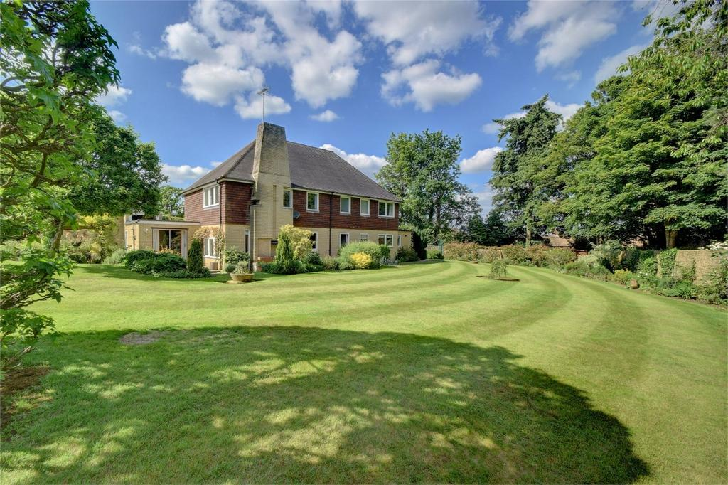 5 Bedrooms Detached House for sale in East Hill Drive, LISS, Hampshire