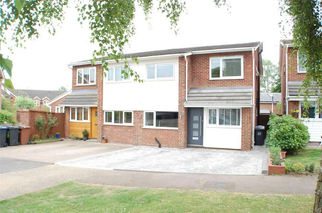4 Bedrooms Semi Detached House for sale in Wolves Mere, Woolmer Green, Hertfordshire