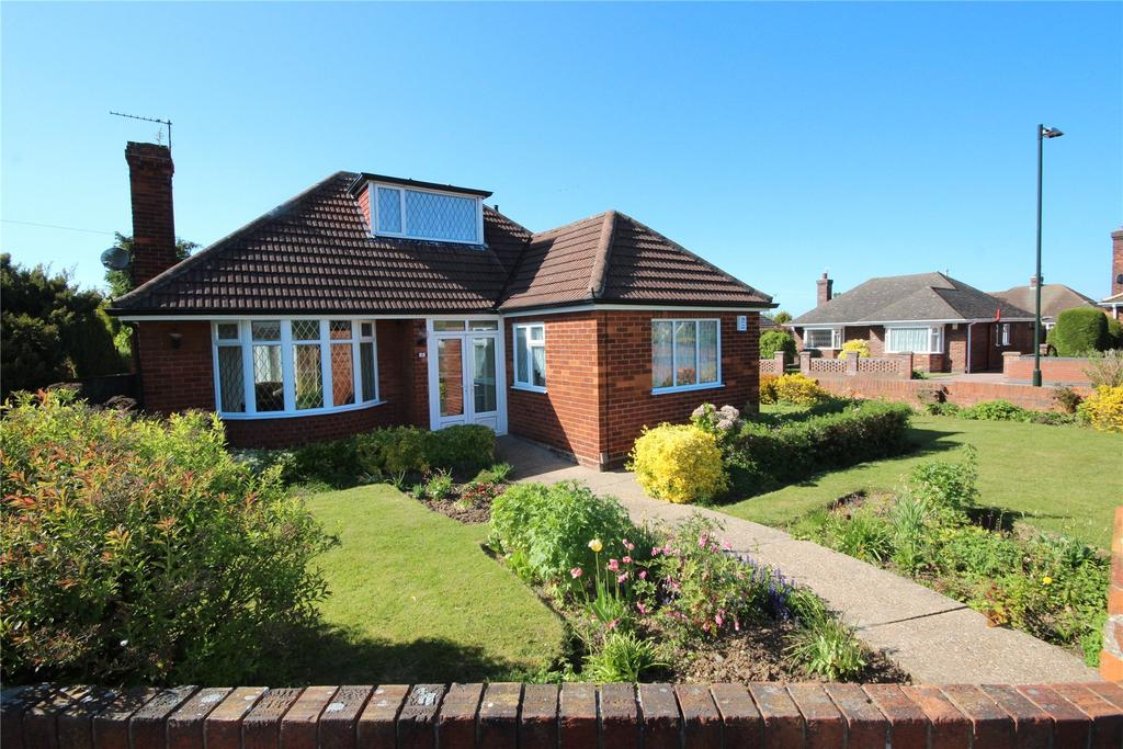 3 Bedrooms Detached Bungalow for sale in Tranby Drive, Grimsby, DN32