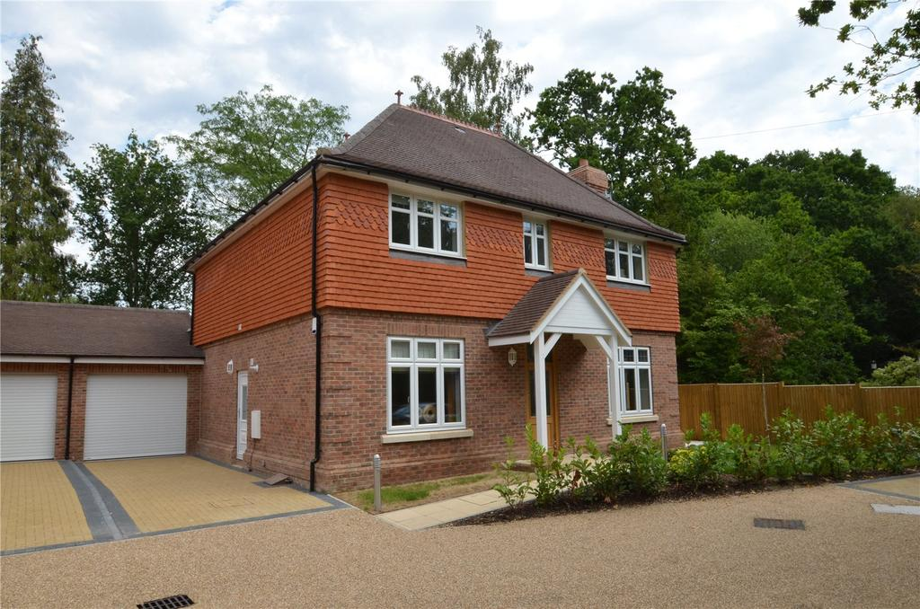 4 Bedrooms Detached House for sale in Fern Gardens, London Road, Ascot, Berkshire