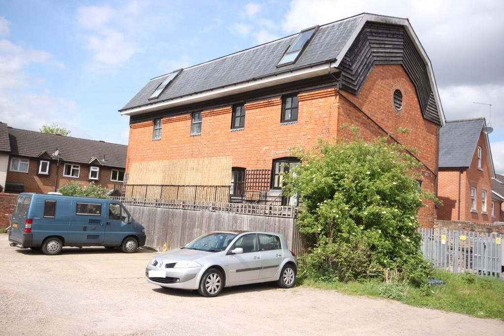 3 Bedrooms Town House for sale in COLDHARBOUR LANE, SALISBURY, WILTSHIRE, SP2 7PD