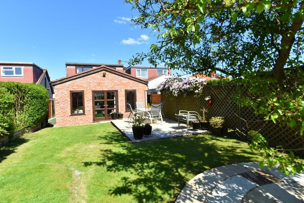 3 Bedrooms Semi Detached Bungalow for sale in Long Lane, Aughton