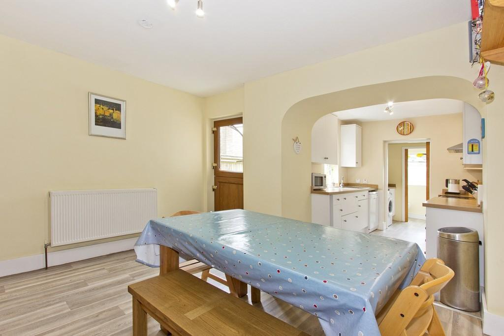 4 Bedrooms End Of Terrace House for sale in Whitehill Road, Crowborough