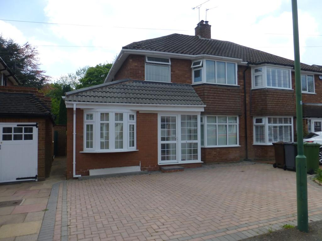 3 Bedrooms Semi Detached House for sale in Henley Crescent, Solihull