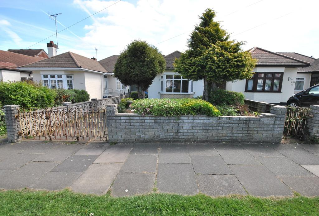 2 Bedrooms Semi Detached Bungalow for sale in Elmsleigh Drive, Leigh-on-Sea