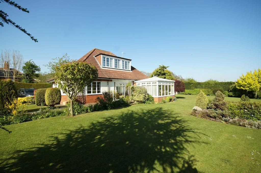 3 Bedrooms Detached House for sale in Scothern Lane, Sudbrooke, Lincoln