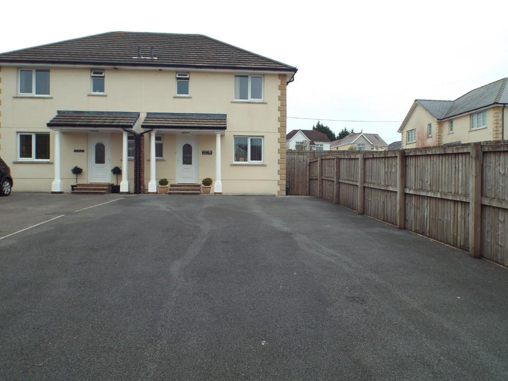 3 Bedrooms Semi Detached House for sale in Heol Rhosybonwen, Cross Hands, Llanelli