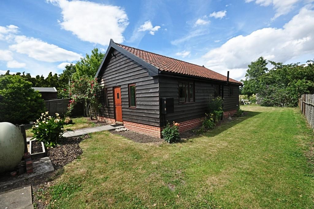 2 Bedrooms Detached Bungalow for sale in Lower Street, Gissing