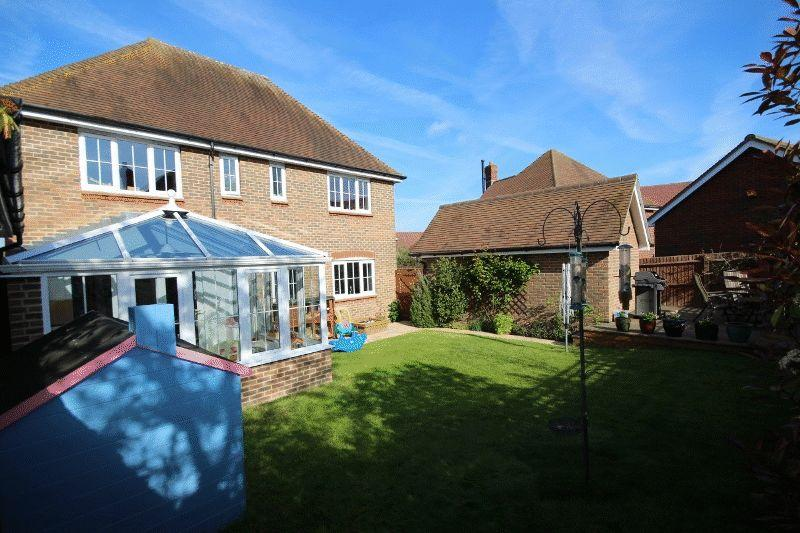 Roundway Bolnore Village Haywards Heath 4 Bed Detached House 450 000