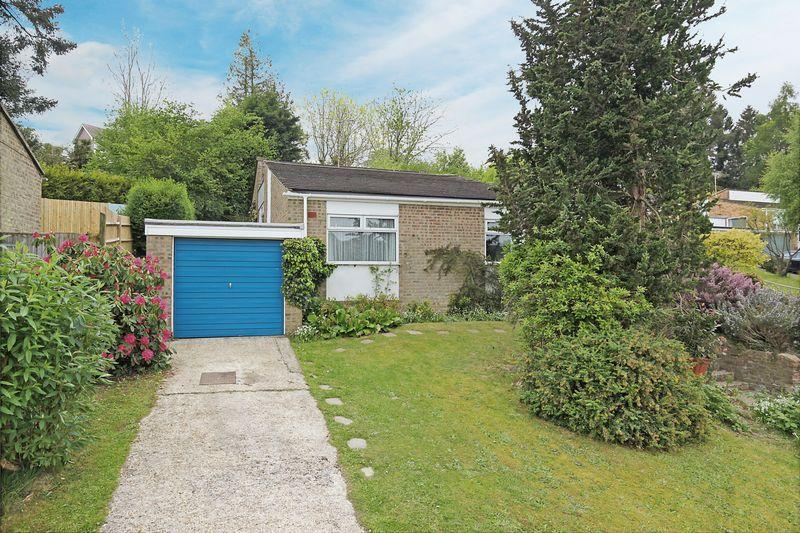 3 Bedrooms Detached House for sale in Rochester Way, Crowborough, East Sussex