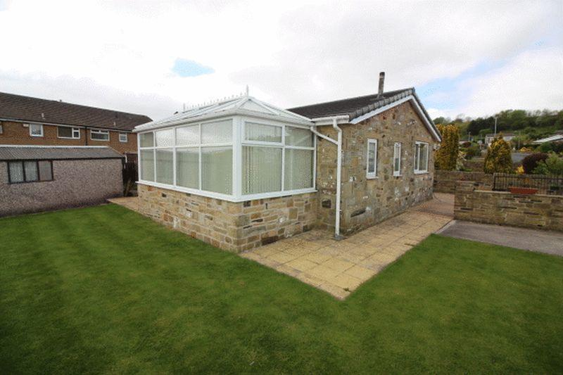 3 Bedrooms Detached Bungalow for sale in Jerwood Hill Close, Horley Green, Halifax