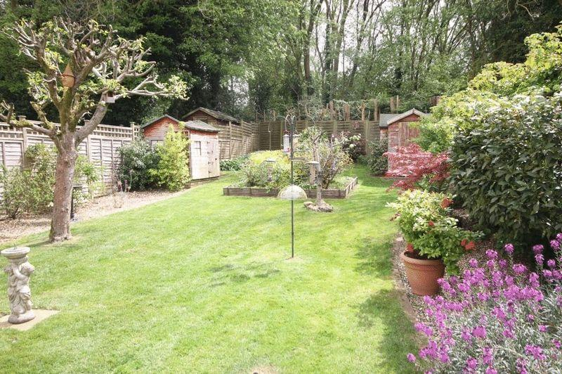 3 Bedrooms Semi Detached House for sale in LITTLE BOOKHAM