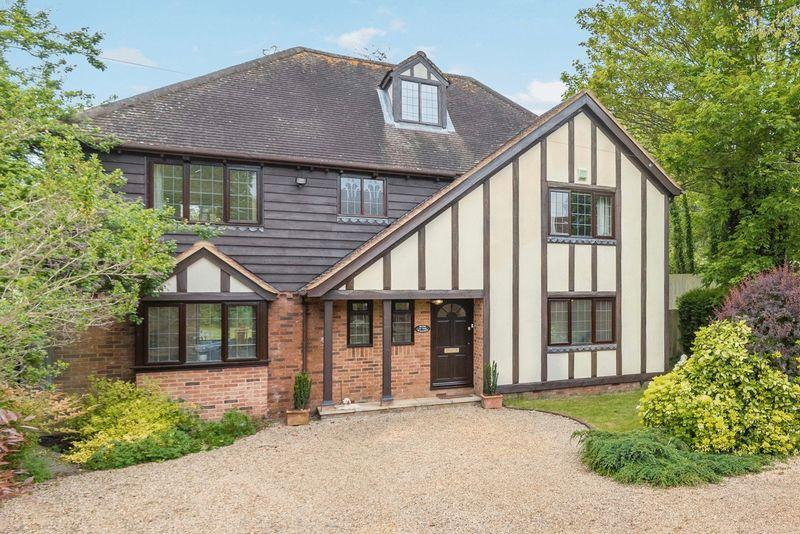 5 Bedrooms Detached House for sale in Bourne End- Superb detached family home with riverside garden 28ft mooring