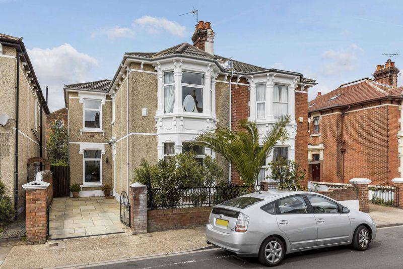 4 Bedrooms Semi Detached House for sale in Exeter Road, Southsea