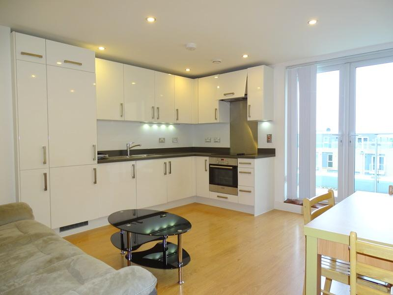 2 Bedrooms Flat for sale in Duke Court, Pontes Avenue, Hounslow