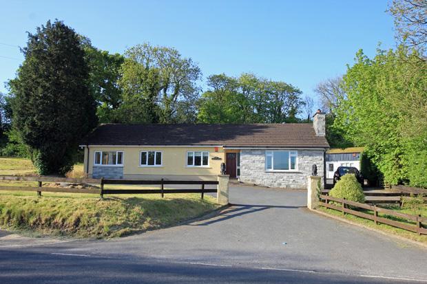 3 Bedrooms Detached Bungalow for sale in Cwmffrwd, Carmarthen, Carmarthenshire