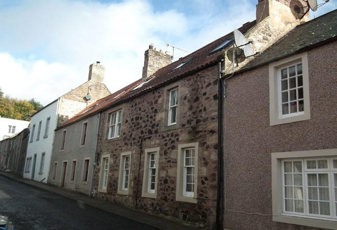 2 Bedrooms Flat for sale in 10 Gourlays Wynd, Duns, TD11 3AZ