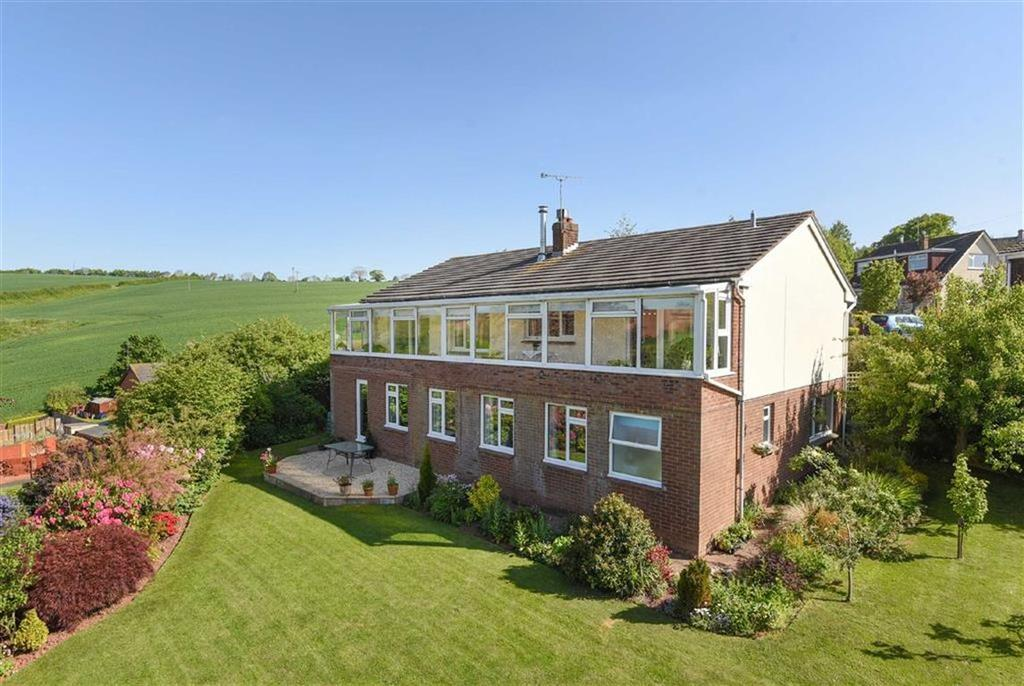 5 Bedrooms Detached House for sale in Chapel Downs Drive, Crediton, Devon, EX17