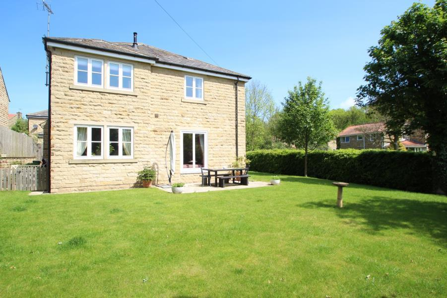 4 Bedrooms Detached House for sale in LARCH HILL HOUSE, CORNMILL LANE, BARDSEY, LS17 9EQ