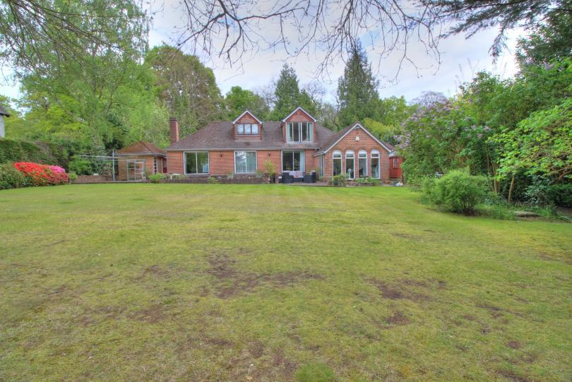 5 Bedrooms Detached House for sale in Hocombe Road, Hiltingbury, Chandlers Ford