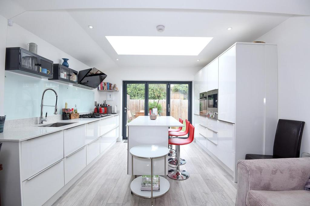 3 Bedrooms Maisonette Flat for sale in Willow Road, Ealing, W5