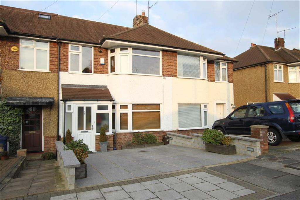 3 Bedrooms Terraced House for sale in Connaught Avenue, East Barnet, Herts, EN4