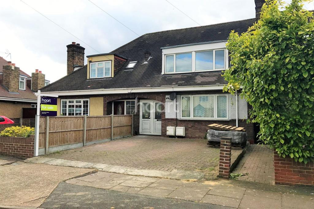 3 Bedrooms Maisonette Flat for sale in Corwell Lane, Uxbridge