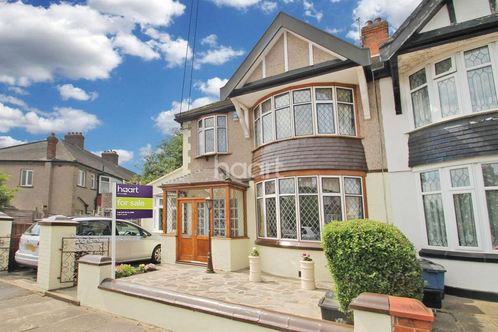 3 Bedrooms End Of Terrace House for sale in Capel Gardens, Ilford, Essex