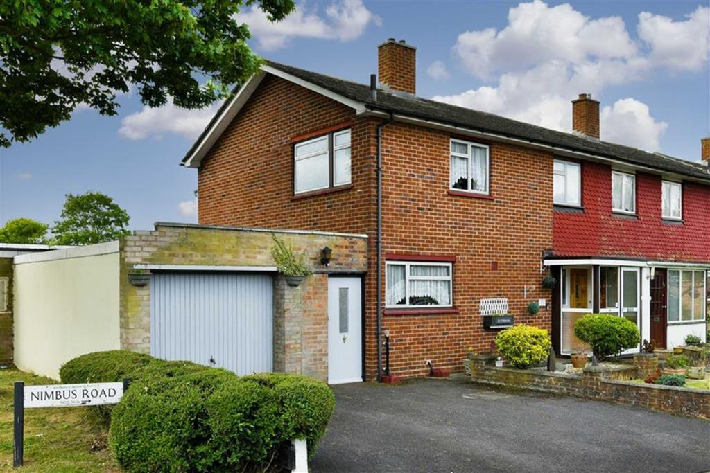 3 Bedrooms Semi Detached House for sale in Nimbus Road, Epsom, Surrey