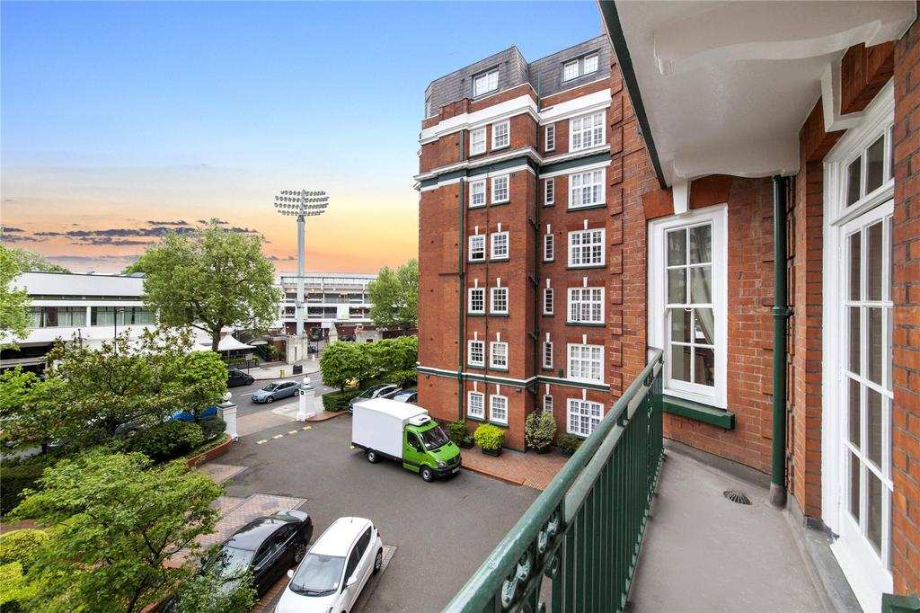 3 Bedrooms Flat for sale in St. John's Wood Court, St. John's Wood Road, London