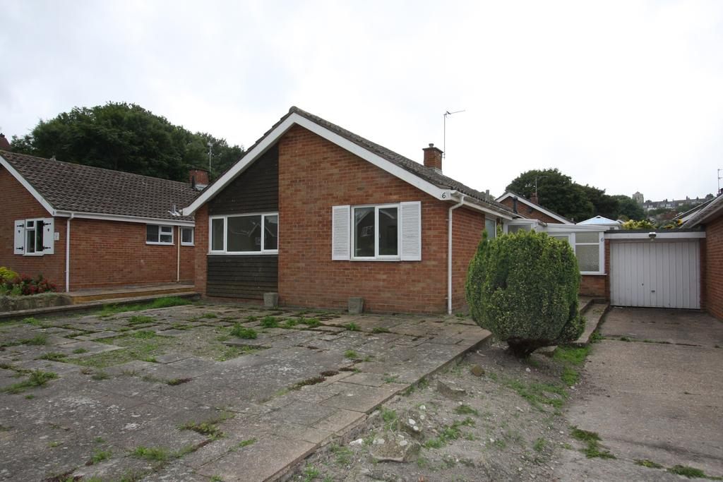 2 Bedrooms Detached Bungalow for sale in Fennells Close, Eastbourne BN21