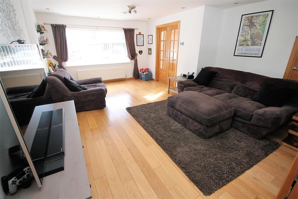 4 Bedrooms Detached House for sale in Kew Gardens, Norton, Stockton-On-Tees