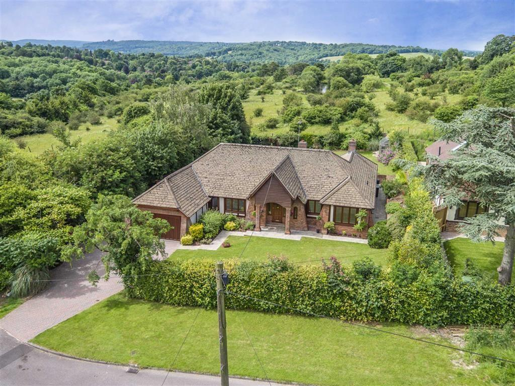 4 Bedrooms Detached Bungalow for sale in Yarm Way, Leatherhead, Surrey