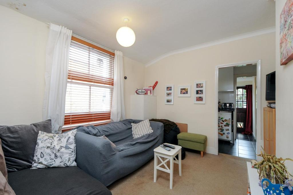 3 Bedrooms Flat for sale in Broughton Road, Fulham