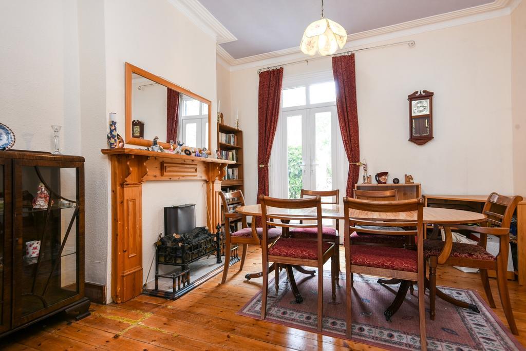 3 Bedrooms Terraced House for sale in Heathwood Gardens, London, SE7