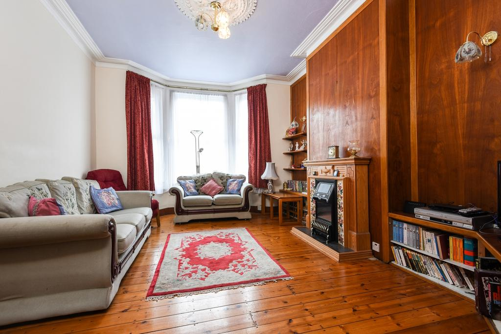 3 Bedrooms Terraced House for sale in Heathwood Gardens, London, SE7